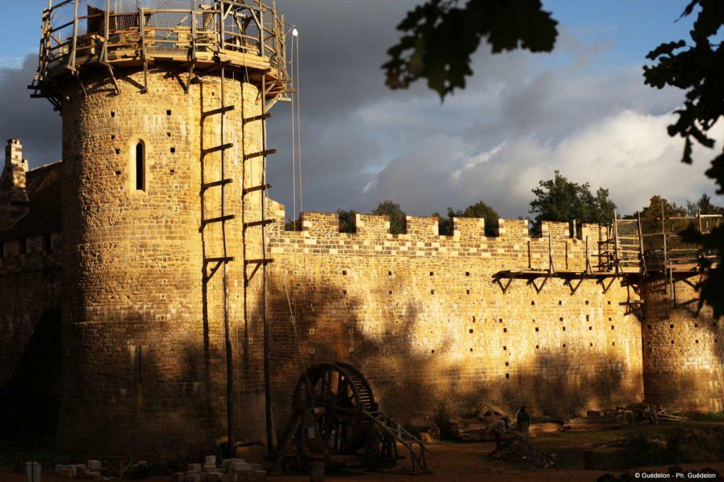Un chateau fort se construit à Guédelon