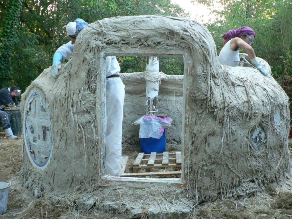 Un atelier pour construire sa maison en terre.