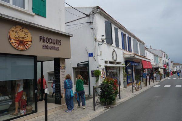 Pour inciter les habitants à faire leurs achats dans les centres-bourgs, l'association des commerçants de l'Île d'Oléron, a créée une carte de fidélité multicommerces.