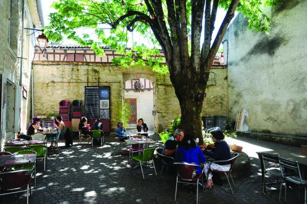 Le café Plum, à Lautrec