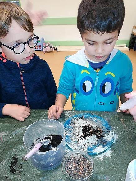 Les bombes de graines peuvent se fabriquer avec les enfants