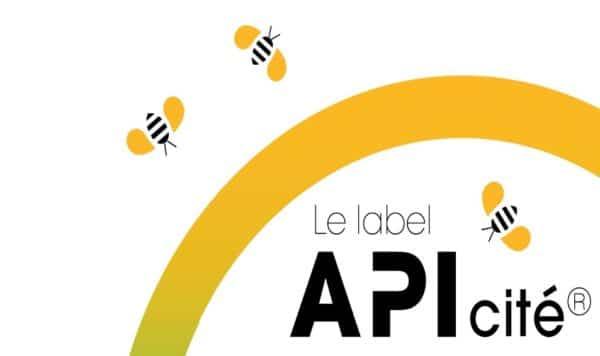 52 communes viennent de recevoir officiellement le label APIcité remis par l'Union Nationale de l'Apiculture Française.