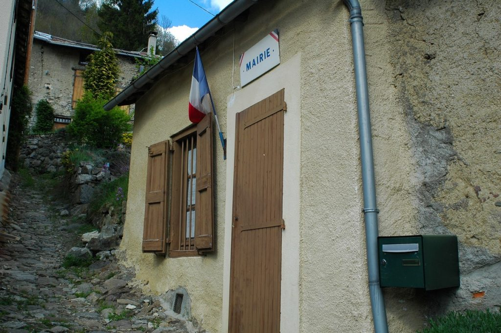 L'Association des maires ruraux de France (AMRF) reçoit de nombreuses sollicitations d'élus, anciens et nouveaux en lien avec la situation sanitaire actuelle.