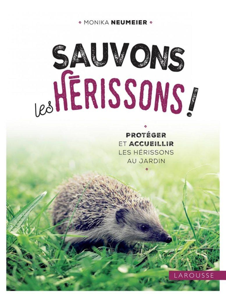 """L'ouvrage """"Sauvons les hérissons"""" dresse le portrait de cet animal étonnant et apporte toutes les informations nécessaires pour l'observer, bien l'accueillir dans le jardin et le protéger."""
