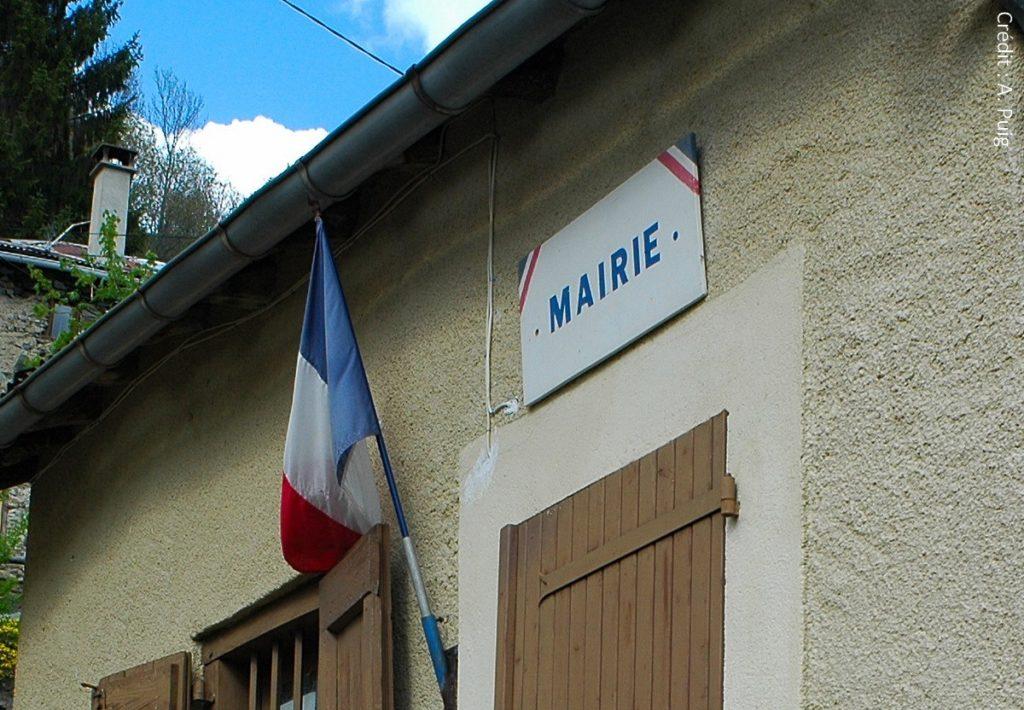 La mairie, première étape des démarches administratives des habitants ruraux.