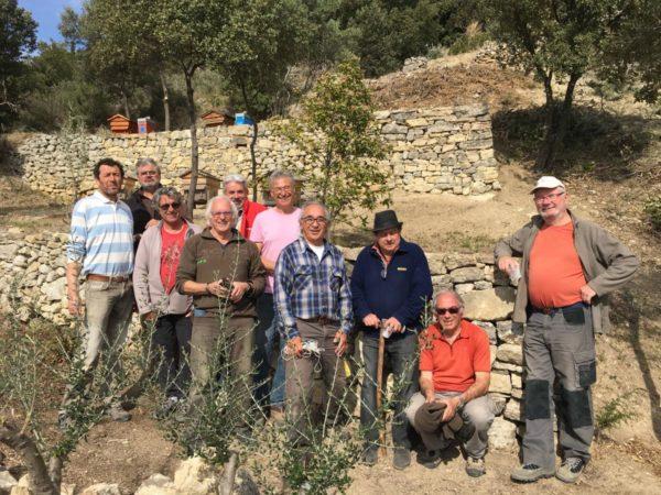 Un château médiéval en ruine ainsi que deux vergers conservatoires riches d'oliviers pluri-centenaires remis sur pied par des bénévoles.
