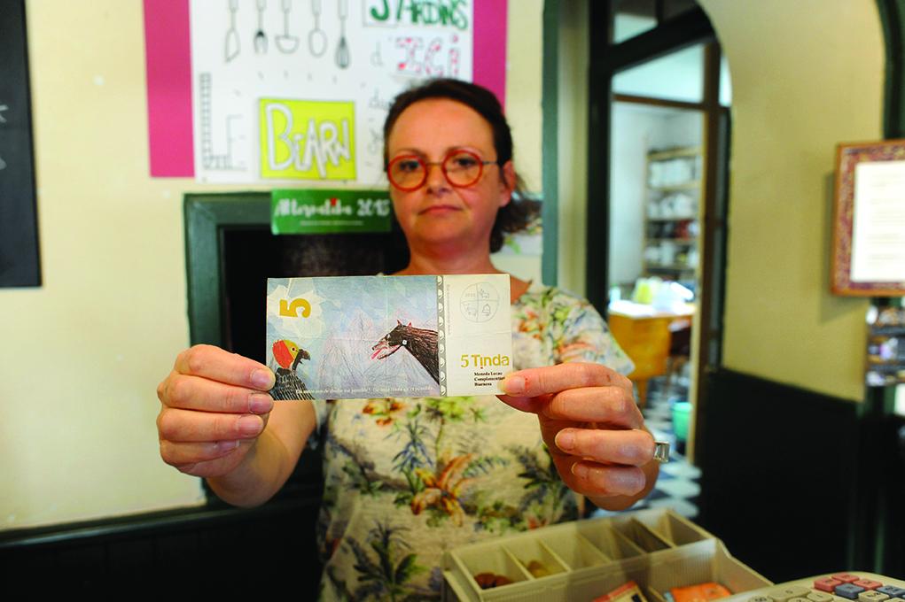 à l'épicerie sans fin, on peut régler en tinda, la monnaie locale du Béarn.