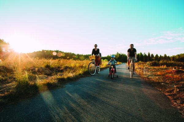 A la campagne, Le vélo redevient un moyen de transport économique et écologique pour aller travailler, faire ses courses ou amener ses enfants à l'école.
