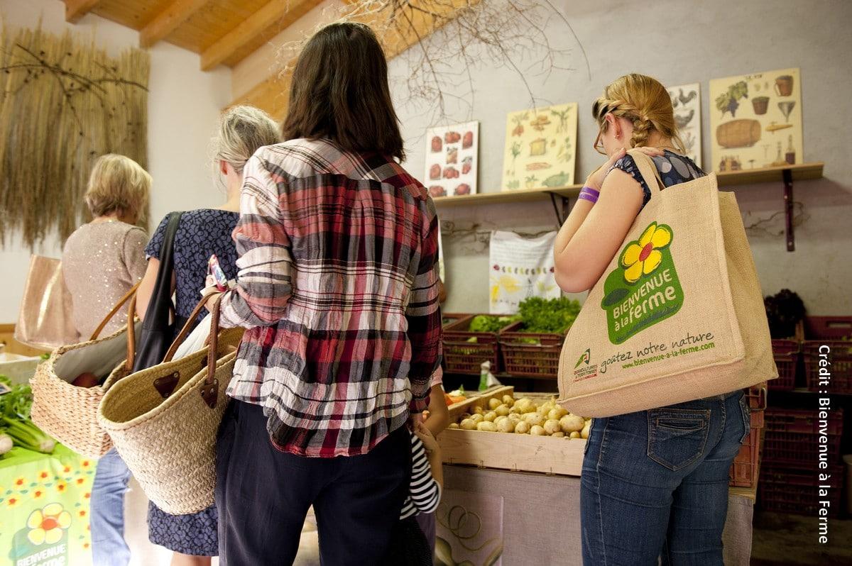 Le ministère de l'Agriculture et de l'Alimentation, en partenariat avec les Chambres d'agriculture, a ouvert le 12 janvier, la plateforme « Frais et local » , qui permet d'identifier facilement les producteurs des réseaux partenaires et leurs points de vente près de chez soi.